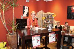 Autorenlesung mit Barbara Petermann im Caféhaus-Ambiente.